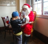 Santa HighFive_DSC05878_crop