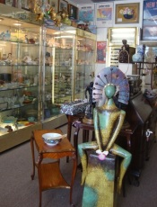 M&M Antiques and Collectibles, Alameda